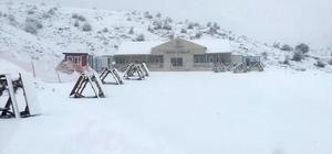 Denizli Kayak Merkezi sezon açılışı için gün sayıyor Denizli Kayak Merkezi' yağan karla beyaza büründü