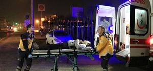 İki otomobilin çarpıştı, araçta sıkışan sürücüyü itfaiye kurtardı