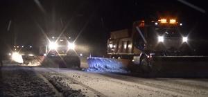 Bingöl'de kar yağışı etkili oluyor Bingöl-Elazığ karayolunda kar yağışı nedeniyle ekipler olumsuzluk yaşanmaması için çalışmalara başladı