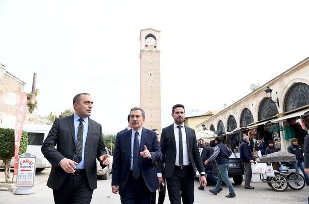 Tepebaşı Belediye Başkanı Ataç Seyhan'da Seyhan Belediye Başkanı Akif Kemal Akay, Eskişehir-Tepebaşı Belediye Başkanı Ahmet Ataç'a kenti tanıtarak tarihi yapılardaki restorasyon projeleri anlattıklarını belirtti