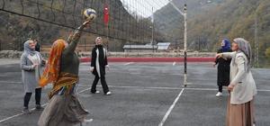 Tarlaya spor molası 'Evinin Sultanları Projesi' ile sporla buluşan kadınların voleybol maçları keyifli oldu