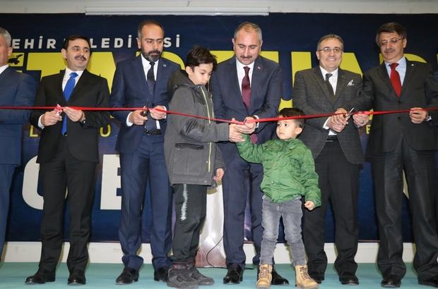 """Adalet Bakanı Gül'ün Van temasları Adalet Bakanı Abdulhamit Gül; """"Gençlerimizi okuldan uzaklaştıran zihniyetle mücadeleyi sürdüreceğiz"""" """"Bin yıllık kardeşliğimizi kimse bozamaz"""""""