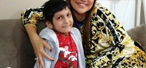 """Löseminin güzel dansçısı 14 yaşındaki Hicran Yıldız, 5 yıldır lösemi ile mücadele ediyor Ünlü sanatçılarında yakından takip ettiği Hicran, löseminin güzel dansçısı olarak biliniyor Anne Saime Yıldız: """"Bu savaşı Türkiye görsün istedik"""""""
