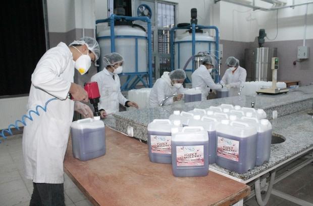 Deterjan fabrikası değil okul Diyarbakır'da bulunan Vali Gökhan Aydıner Mesleki ve Teknik Anadolu Lisesi öğrencileri, 22 çeşit temizlik malzemesi üretiyor Okuldan mezun olan öğrenciler, gelecek kaygısı yaşamadan iş sahibi oluyor