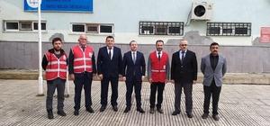Türk Kızılayı tarafından ihtiyaç sahibi öğrencilere kışlık bot dağıtıldı