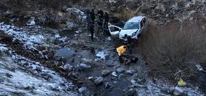 Otomobil uçuruma yuvarlandı:  1 ölü 3 yaralı