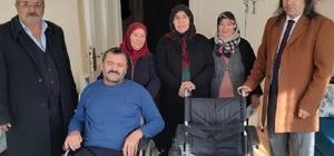 Ölen babasının akülü sandalyesini bağışladı