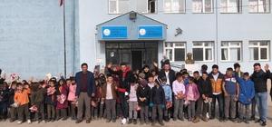 Köy okulundaki miniklerin tıraş mutluluğu 70 ilkokul öğrencisinin saç tıraşlarını gerçekleştirdi