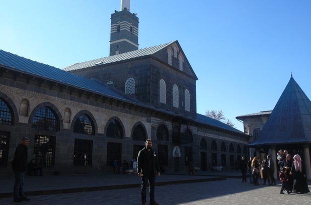 Diyarbakır'daki camilerde rehberlik hizmeti verildi, 3 turist Müslüman oldu