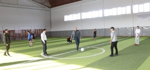 Aziziye'de Gençlerin Futbol Turnuvası Ak gençlik futbolda buluşturdu Başlama vuruşu Başkan Orhan'dan