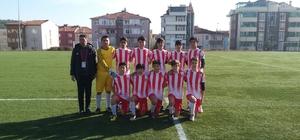 Ligde 12'de 12 yapan Bilecikspor U14 Gençler Ligi şampiyonu oldu Minikler şampiyonluk kupasını Bilecik Belediye Başkanı Semih Şahin'in elinden aldı