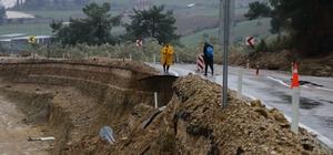 6 ilçeyi Adana'ya bağlayan karayolu çöktü Ulaşım alternatif yollardan sağlanıyor