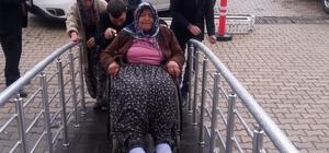 Yaşlı ve engelli kadının kimliği için seferber oldular İl Nüfus Müdürlüğü ekipleri Vali Tutulmaz'ın talimatı ile köye gidip kimlik işlemleri için başvuru yapmasını sağladı