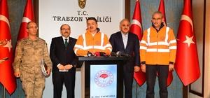 """Bakan Pakdemirli: """"Toplam 75 yangının 38 tanesi söndü, 17 yangın hala devam etmekte"""" Tarım ve Orman Bakanı Bekir Pakdemirli: """"17 yangının 15 tanesi kontrol altına alındı; 2 yangın hala tam anlamıyla kontrol altına alınamadı"""" """"Trabzon'un yangın istatistiklerine baktığımızda Trabzon genelde Mart ve Kasım aylarında yanıyor"""" """"Nemin yüzde 3'lere kadar düşmesi rüzgarın hızının 170 km'lere çıkması bu yangının şu saate kadar söndürülememesinin en önemli etkenlerinden bir tanesidir"""" """"Bu tür yangınlarda insan faktörü ön plana çıkıyor. Kasıt ve ihmal bu konuları araştıracak olan kolluk kuvvetleridir"""" """"Önümüzdeki saatlerde meteorolojik şartların gece yarısından itibaren iyileşmesini bekliyoruz; Rüzgarın hızının düşmesi bizim çalışma koşullarımızı kolaylaştıracaktır"""""""