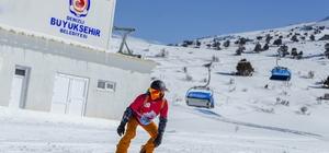 Denizli'de kayak sezonu açıldı Denizli Kayak Merkezi ziyaretçilerini bekliyor Denizli Kayak Merkezi'nde kar kalınlığı 50 santimetreye ulaştı