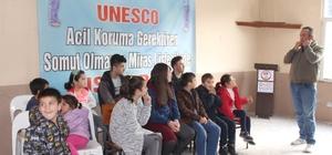 """Kuş Dili kursu ilk mezunlarını verdi Giresun'un Çanakçı ilçesine bağlı Kuşköy Köyünde """"kuşdili"""" olarak bilinen ıslıkla haberleşme kursu ilk mezunlarını verdi."""