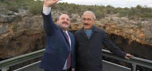Bakan Varank, Cehennem Obruğu seyir terasını ziyaret etti, öz çekim yaptı