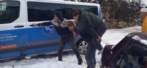 Elmalı'da mahsur kalan hastalar Büyükşehir ekipleri tarafından kurtarıldı Kar 50 santimi buldu