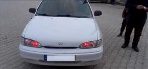 Çakar lamba ile geçiş önceliği sağlamak isteyen sürücü yakalandı Sürücü ve araç sahibine toplam 2 bin bin 4 lira para cezası uygulandı, araç trafikten men edildi
