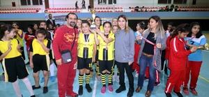 Ada Sokağı Ortaokulu hentbolde Adana birincisi