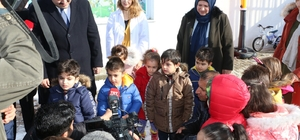 Yavru köpekler yuvalarına kavuştu Başkan Orhan duyarsız kalmadı Çocuklara yılbaşı sürprizi