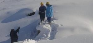 VASKİ ekibi karlı dağları aşarak arızaları gideriyor