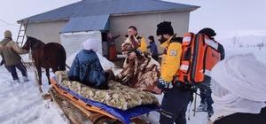 Ambulansa kadar kızakla taşıyıp hastaneye yetiştirdiler