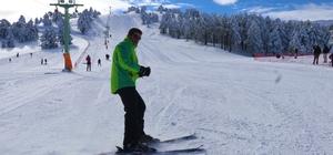 Salda Gölü manzaralı Kayak Merkezinde sezon açıldı Bin 900 rakımlı Salda Kayak merkezi tatilcileri bekliyor