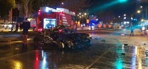 İzmir'de feci kaza... Takla atan araçtan caddeye savruldular: 2 ölü, 1 yaralı