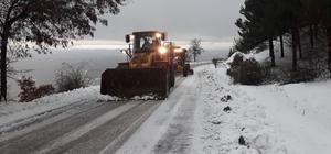 Manisa'da karla mücadeleye devam edliyor