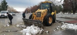 Arguvan ilçe merkezi kardan temizlendi