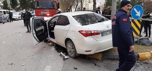 Gaziantep'te aşırı hız dehşeti: 15 yaralı Kaza anı güvenlik kameralarına yansıdı Kazaya karışan otomobilin hız kadranı 120'de takılı kaldı