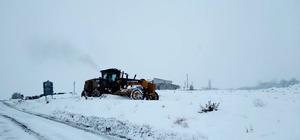 Malatya'da 61 mahallenin yolu kardan kapandı