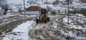 Karla mücadele ekipleri gece-gündüz alarmda