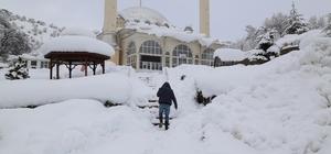Konya'nın yüksek kesimlerinde kar etkili oluyor Hadim ilçesinde çok sayıda mahalleye elektrik verilemezken, okullarda kar tatili devam ediyor