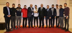 """Aziziye futbol turnuvası sona erdi Gençler turnuvasında ödül yağmuru Başkan Orhan; """"Gençlerimizin sportif aktivitelerde destekçisiyiz"""""""