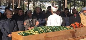 Çığda ölen madenci toprağa verildi Adana'da çığın altında kalarak hayatını kaybeden Yasin Kılıç'ın cenazesi son yolculuğuna uğurlandı