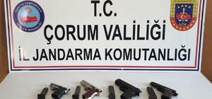 Jandarma'dan silah operasyonu Operasyonda kuru sıkıdan tabancaya çevrilen 4 silah ele geçirildi