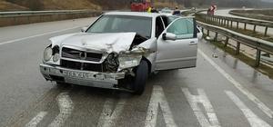 Samsun'da otomobil bariyerlere çarptı: 4 yaralı