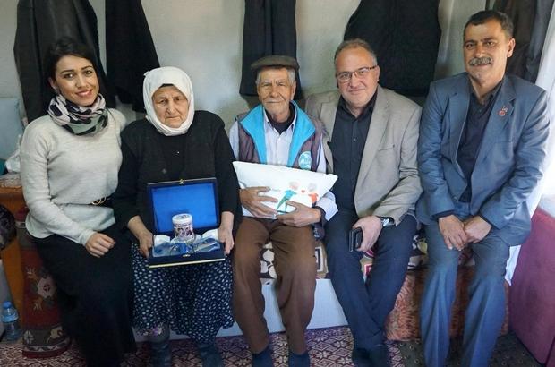 Milas'ta 334 yaşlı çift evinde ziyaret edildi