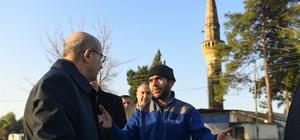 """Vali Demirtaş: """"Devlet tüm imkanlarını seferber etti"""" Adana Valisi Mahmut Demirtaş, merkez Yüreğir ve Karataş ilçelerinde aşırı yağışların etkili olduğu bölgelerde incelemelerde bulundu"""