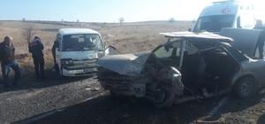 Hurdaya dönen otomobilde sıkışan sürücüyü itfaiye kurtardı 3 kişinin yaralandığı kazada sıkışan sürücü 20 dakikada kurtarıldı