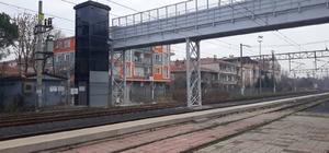 Tren garı üst geçit köprüsü yenilendi