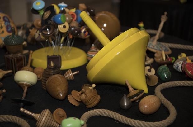 Büyükşehir Belediyesi, 'Kaytansız Dünya' topaç sergisi açtı