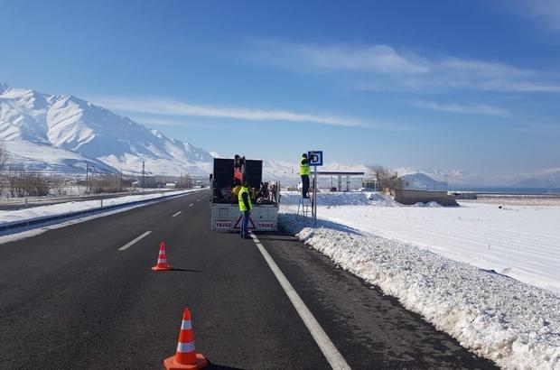 Van Büyükşehir Belediyesi trafik levha çalışmalarını sürdürüyor