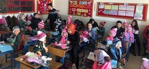 Karne hediyeleri çocukların yüzünü güldürdü Hediye alan küçük kızın mutluluğu sevindirdi