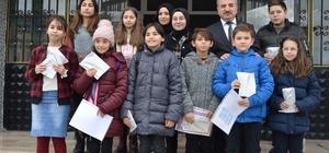 Havza'daki 6 bin 747 öğrenci karne heyecanı yaşadı Başkan Özdemir, öğrencilere karne dağıttı
