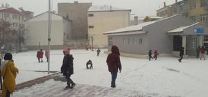 Kar yağışı Gürün'ü beyaza bürüdü