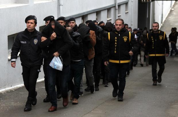 Dolandırıcılar para trafiğini öğretim görevlisinin hesabından yapmışlar Vatandaşları dolandıran 43 şahıs adliyede
