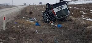 Dinar'da yoldan çıkan otomobil takla atarak şarampole yuvarlandı: 6 yaralı